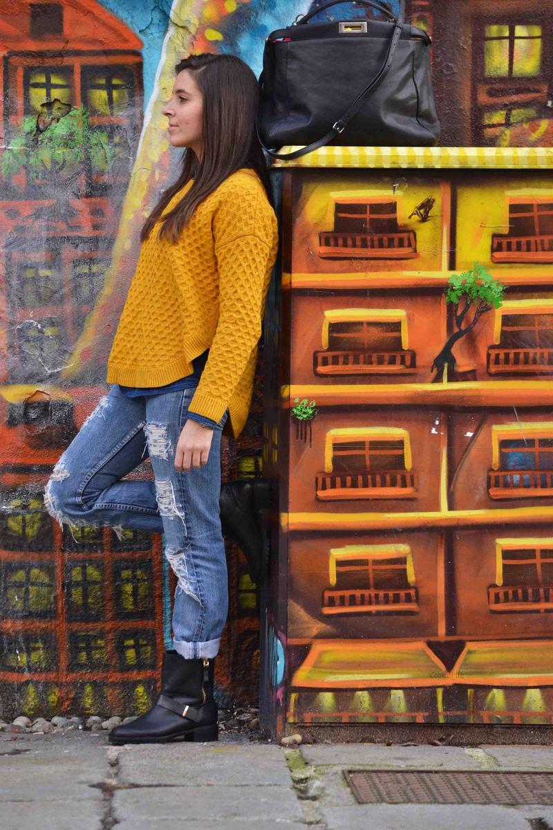 taglia 40 87792 6692e Un maglione giallo ocra e un paio di Boyfriend jeans ...
